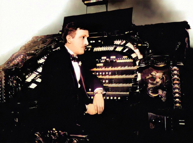 hanson at a theater organ